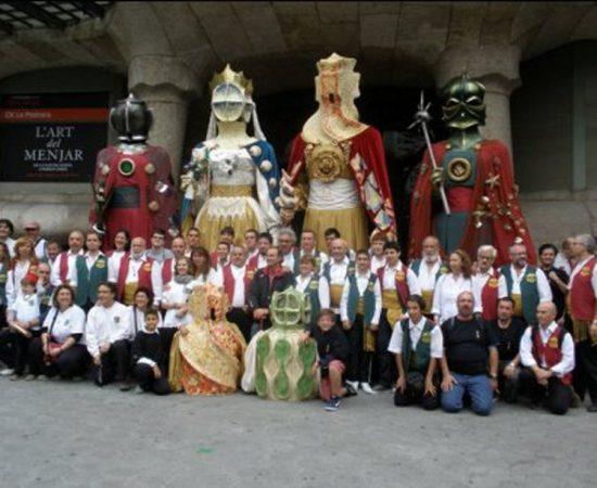 Foto: Foto de colla per la Reestrena dels gegants de la Pedrera, 5 de juny de 2011. Autora: Roser Batallé